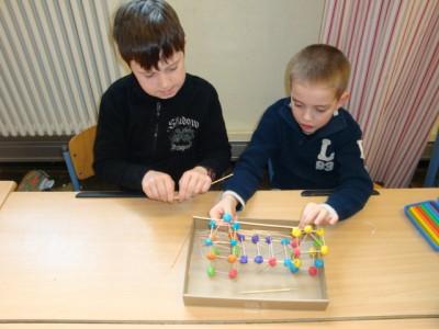 Justin und Pieter beim Bauen.